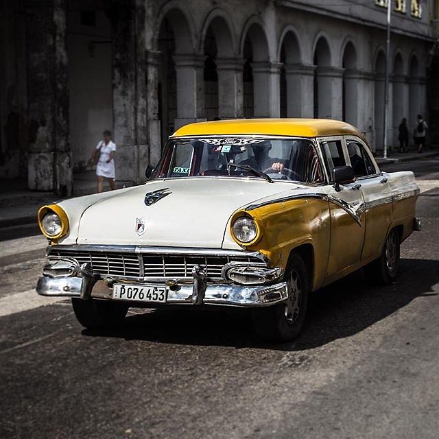 #cuba #havanna #classiccar #oldtimer #cubanlife  #lahabana #habana #streetphotography
